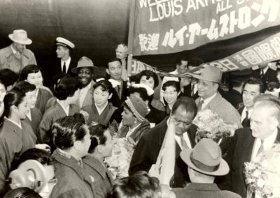Louis Armstrong welcomed to Japan in 1953